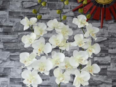 How to Make an Artificial Flower Arrangement