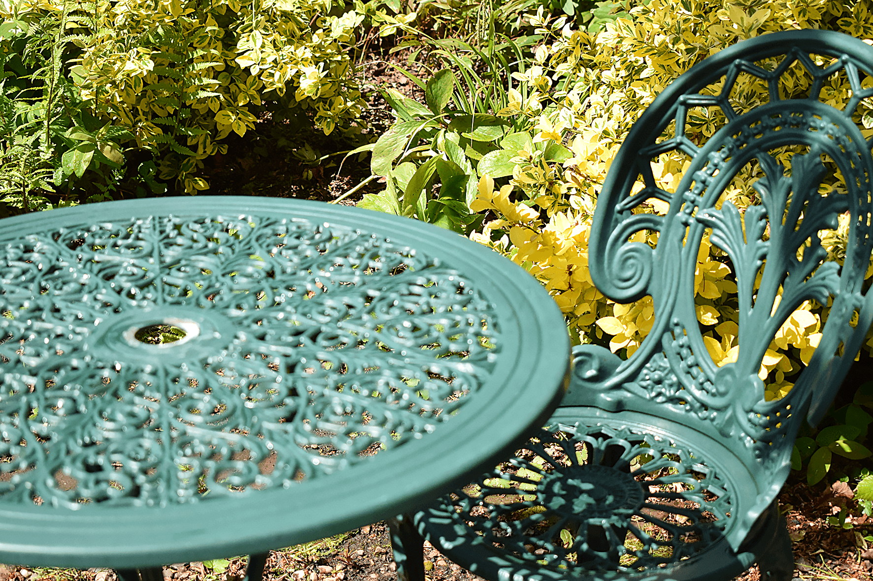 garden table and chairs before painting