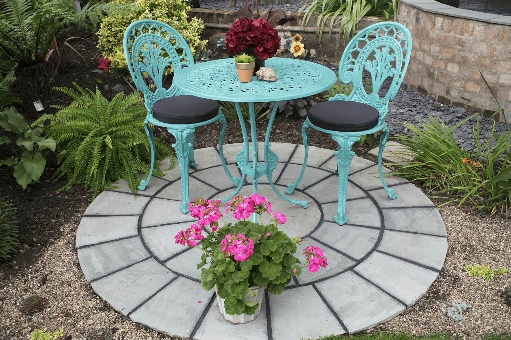 painting garden furniture: how I gave my bistro set a new lease of life